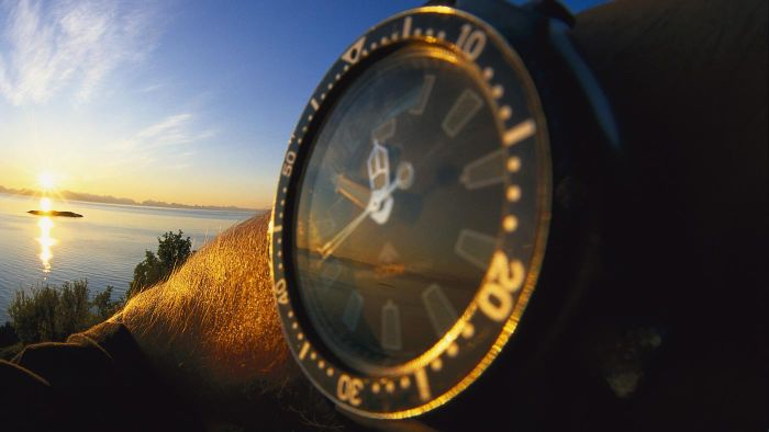 What are some places that offer sunrise and sunset time clocks?