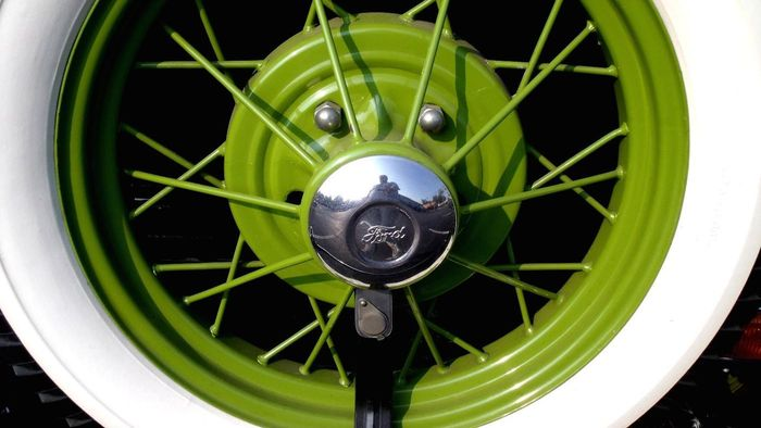 How does the wheel lug torque affect wheel movement?