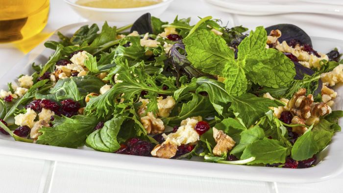 How Do You Make Fresh Cranberry Salad?