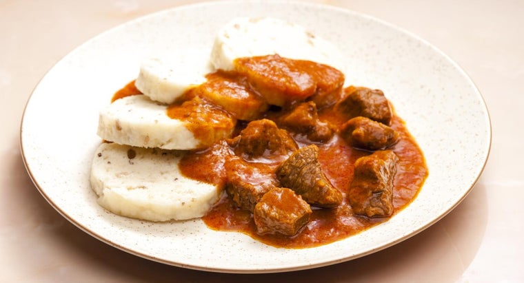 What Is an Easy Beef Goulash Recipe?