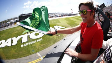 How Do You Find the Time for the Daytona 500 Green Flag?