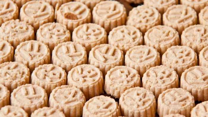 What Is a Good Recipe for Chinese Almond Cookies?