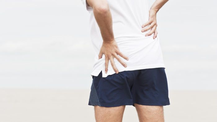 What are the symptoms of arthritic hip problems?