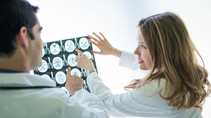 What are some symptoms of a brain tumor?