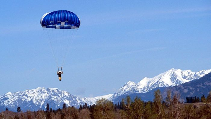 What Does a Smokejumper Do?