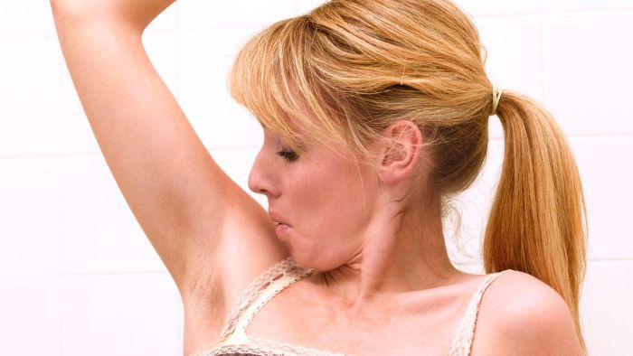 What are the benefits associated with getting liposuction for armpit fat?