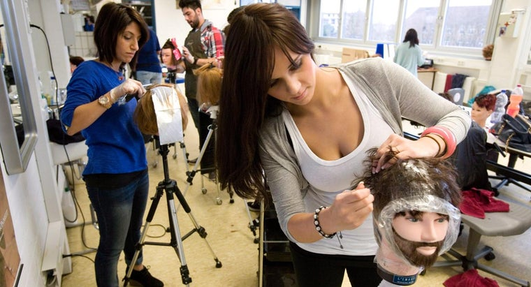 What Are Some Tips for Choosing a Hairdressing College?