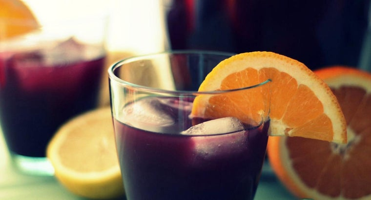 What Are the Ingredients in a Basic Sangria Recipe?