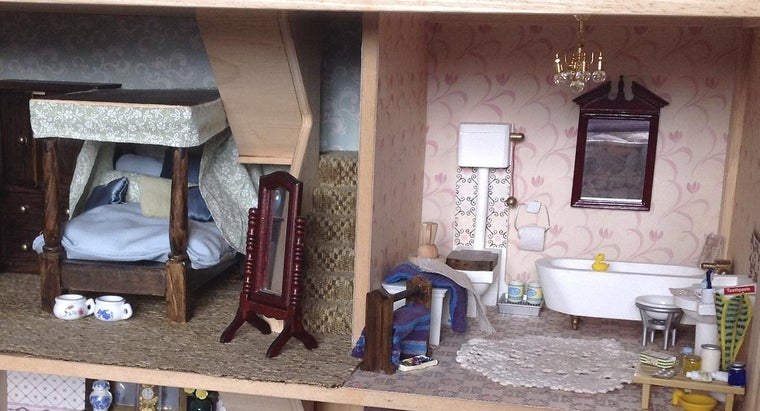How Do You Use Plans to Build a Wooden Dollhouse?