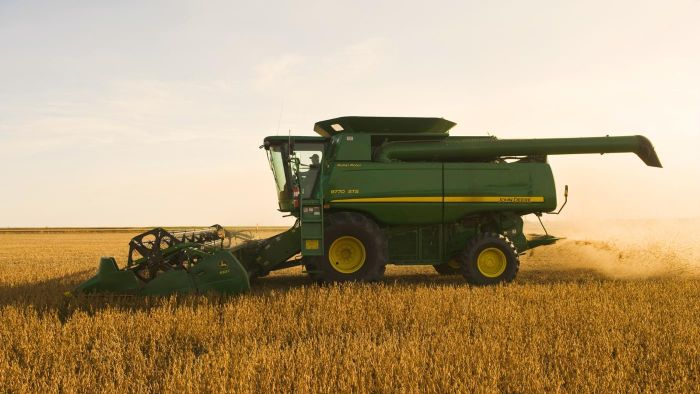 What Are Some Specifications of Farming Combines?