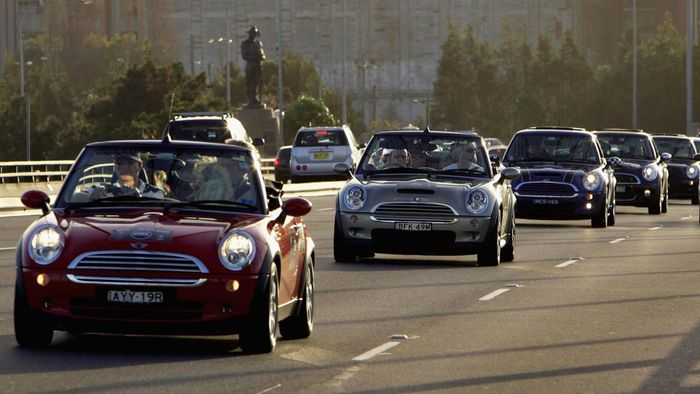 What Are Some Features of a Mini Cooper?
