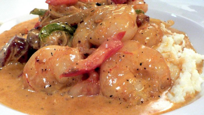 What Is an Easy Recipe for Shrimp and Grits?