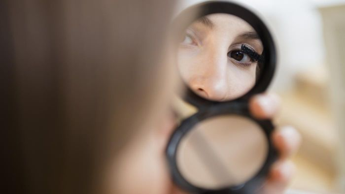 What Are Some Highly Rated Makeup Mirrors?