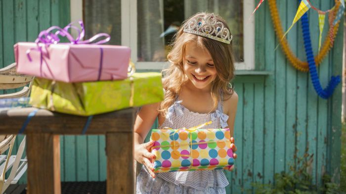 What are unique girls' birthday party ideas?