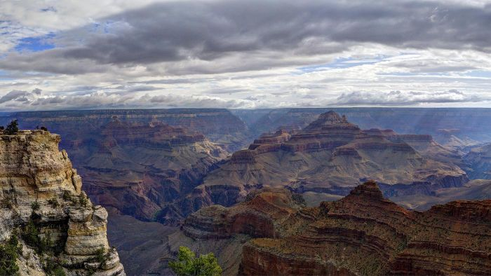 What Are Some Tips for Visiting the Grand Canyon in April?