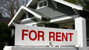 How do you find houses for rent by the owner?