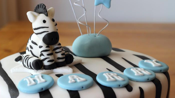 What Are Some Easy Fondant Icing Recipes?