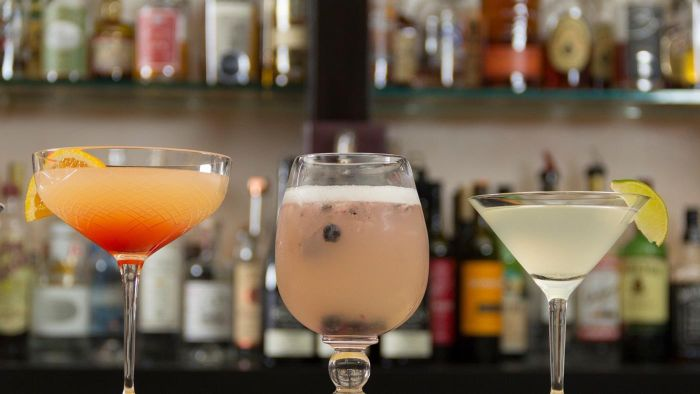 What Are Some Top Bar Drinks?