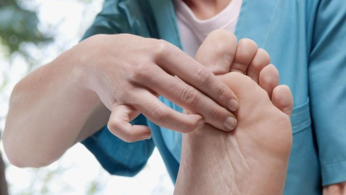 What Kind of Doctor Diagnoses Foot Pain?