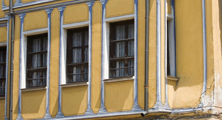 What Are the Main Differences Between Bow Windows and Bay Windows?`?