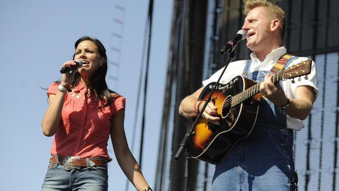 Where Can You Find a Biography of Joey Martin Feek?