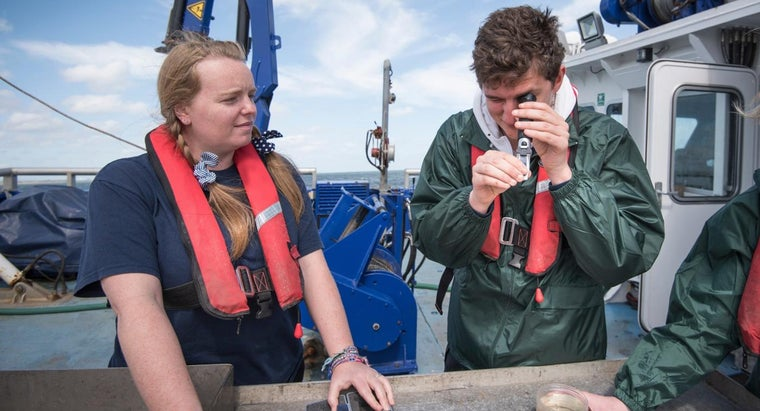 What Are Some Colleges With Good Marine Biology Programs?