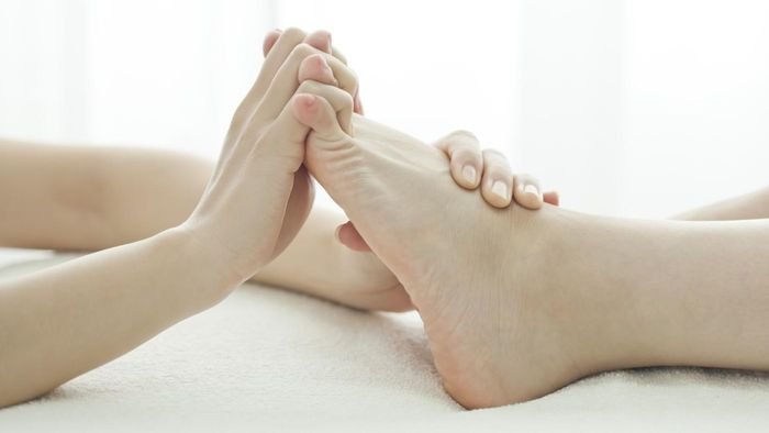 What can cause circulation problems in feet?