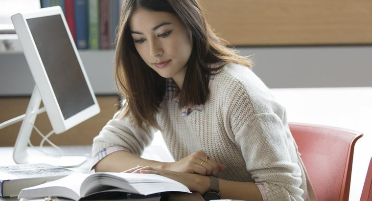 How Can Students Review Online Classes?