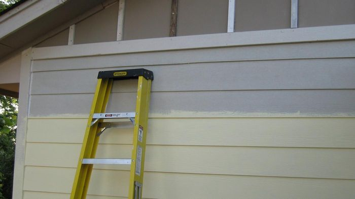 What are some exterior siding brands sold at Lowes?