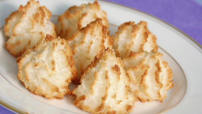 What Is a Good Recipe for Chewy Coconut Macaroons?