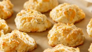 How do you make Bisquick cheddar biscuits?
