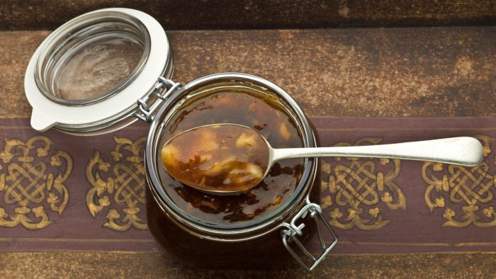 What Is a Simple Recipe for Mango Chutney?
