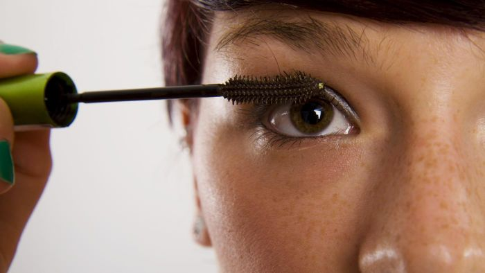 What Are Some Highly Rated Mascaras According to Experts?