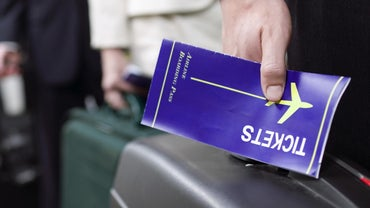 When Should You Typically Book Flights to Get the Lowest Airfare?