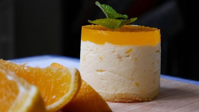 What Is a Recipe for Mandarin Orange Jello Desserts?