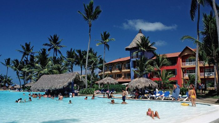 What resorts in Punta Cana offer all-inclusive deals?