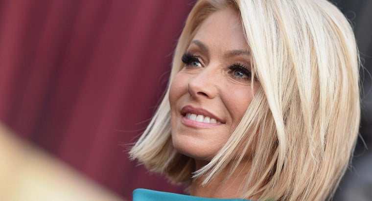 What Are Some Facts About Kelly Ripa?