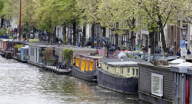What Sites Offer Free Classified Listings for Mini Houseboat Sales?
