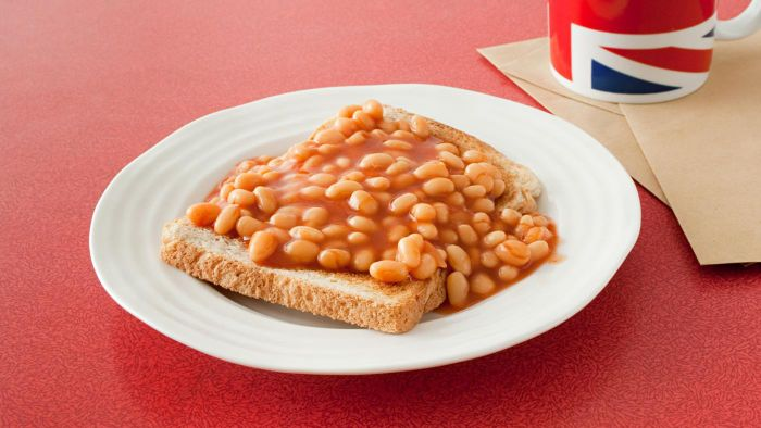 What are some easy ways to make baked beans in a slow cooker?