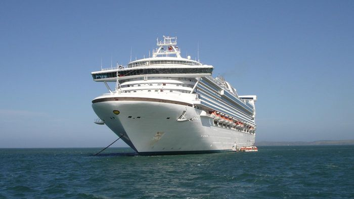 How do you make a cruise packing checklist?