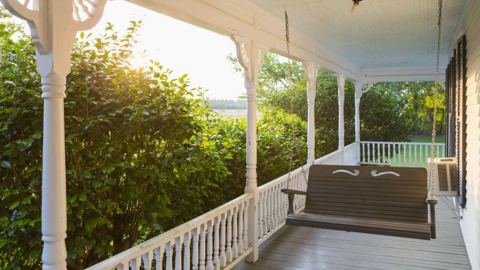 How Do You Make a Wooden Porch Swing?