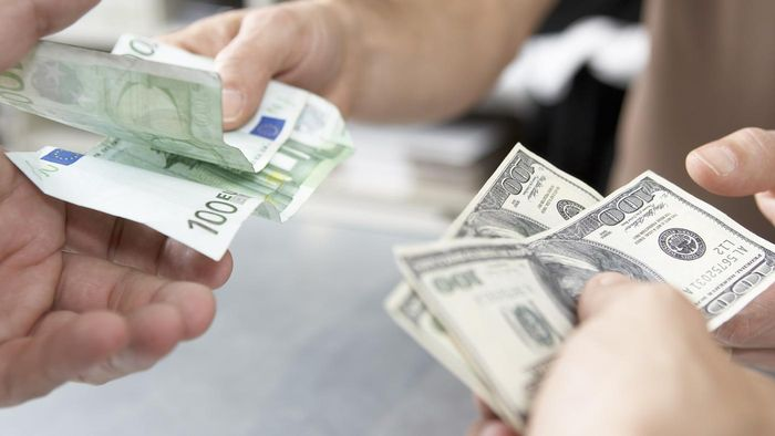 How Do You Do a Money Transfer to the United States From Overseas?