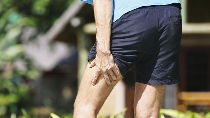 What are signs of injury to the hamstring muscles?