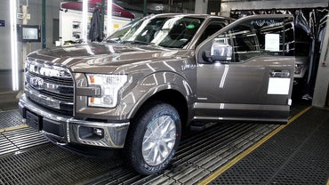 What Is the Difference Between a 2015 Ford Raptor and an F-150?