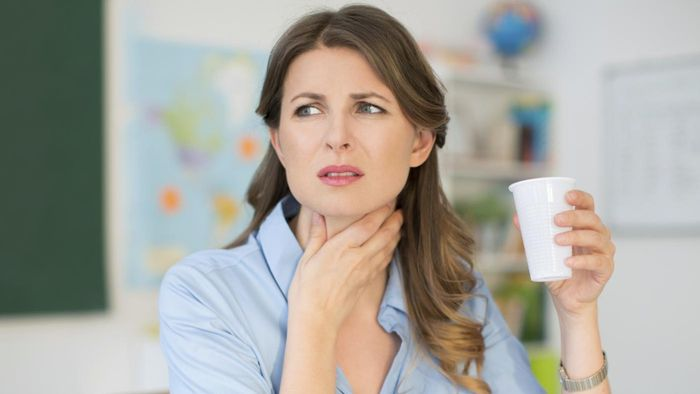 What Are Some Home Cures for a Sore Throat?
