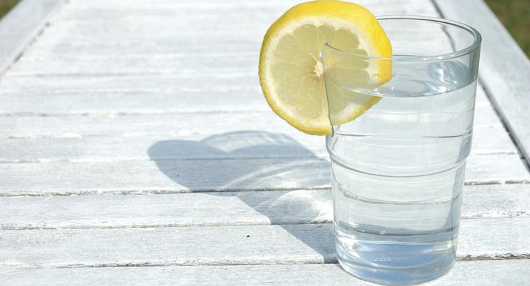 Is a Lemon Water Detox Diet Healthy?