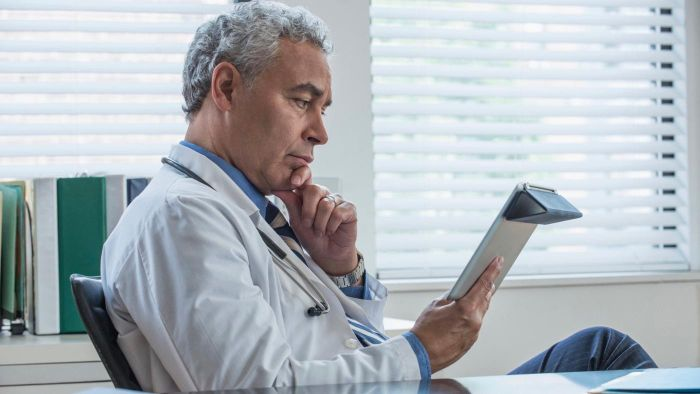 What are some common symptoms of prostate cancer?