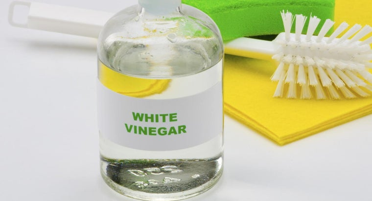 What Are Some Ways to Use Vinegar As a Cleaner?