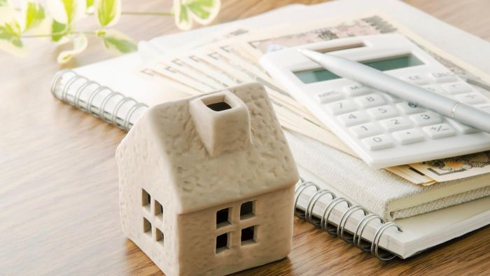 What Are Some Factors to Consider When Deciding Whether to Refinance a Reverse Mortgage?
