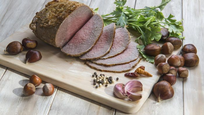 What Are Some Tips for Cooking Top Round Roast?